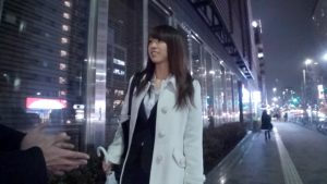 新宿でナンパしたOLは実はドスケベ女!自ら騎乗位で腰を振り喘ぎまくるw